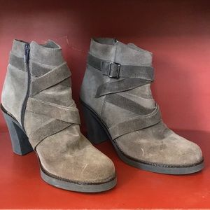 Le Canadienne Size 8.5 Gray Booties